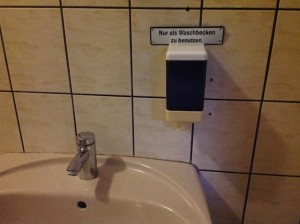 Hinweis zur Waschbecken-Nutzung